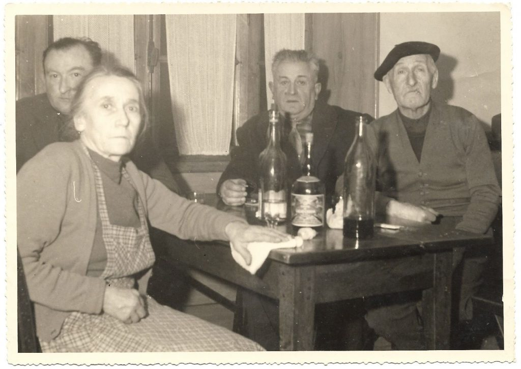 photographie-ancienne-bistrot-france-vintage-snapshot